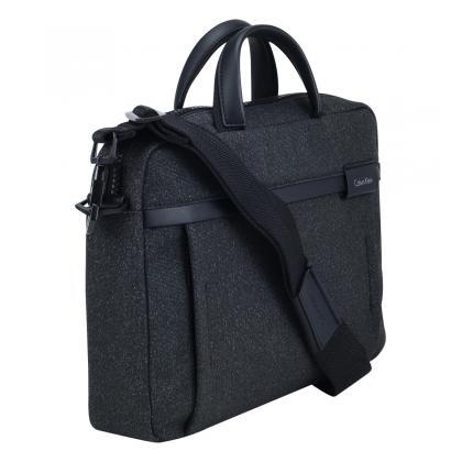 Akta és Laptoptáska:  A Bags N More sokféle üzleti táskát kínál klasszikus és extravagánsabb stílusban.