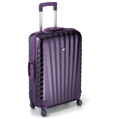 Keményfedeles bőrönd: Utazásaink legpraktikusabb és legbiztonságosabb eszköze a keményfedeles bőrönd. Változatos színekben megtalálhatók a webshopban....