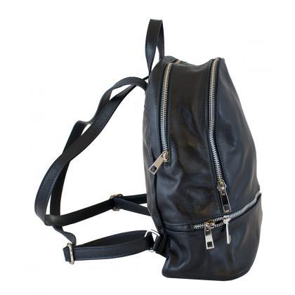 Hátizsák: Kifezetten női fazonú hátizsákok széles választékát kínáljuk azok számára, akik kényelmesen akarják követni a divatot.