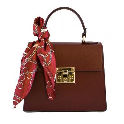 Kézitáska: Ezért a bagsnmore.hu oldalon találsz számos gyűjteményt, amely megfelel a női kézitáska divatnak.